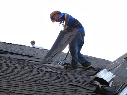 How Hiring Suitable Roofing Contractors Can Salvage Your House